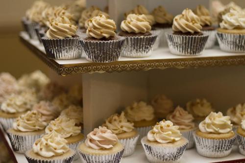 cakes-1245725 1920