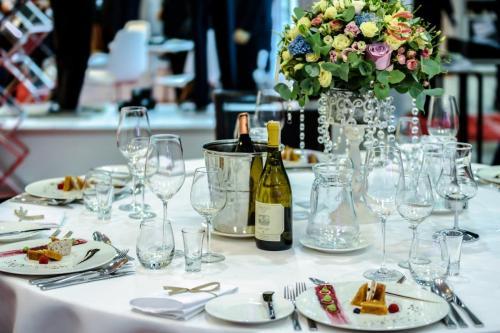 exclusive-banquet-1812772 1920